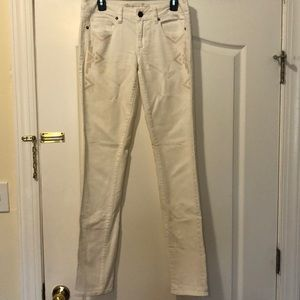Woman's white jeans in 6 x-long